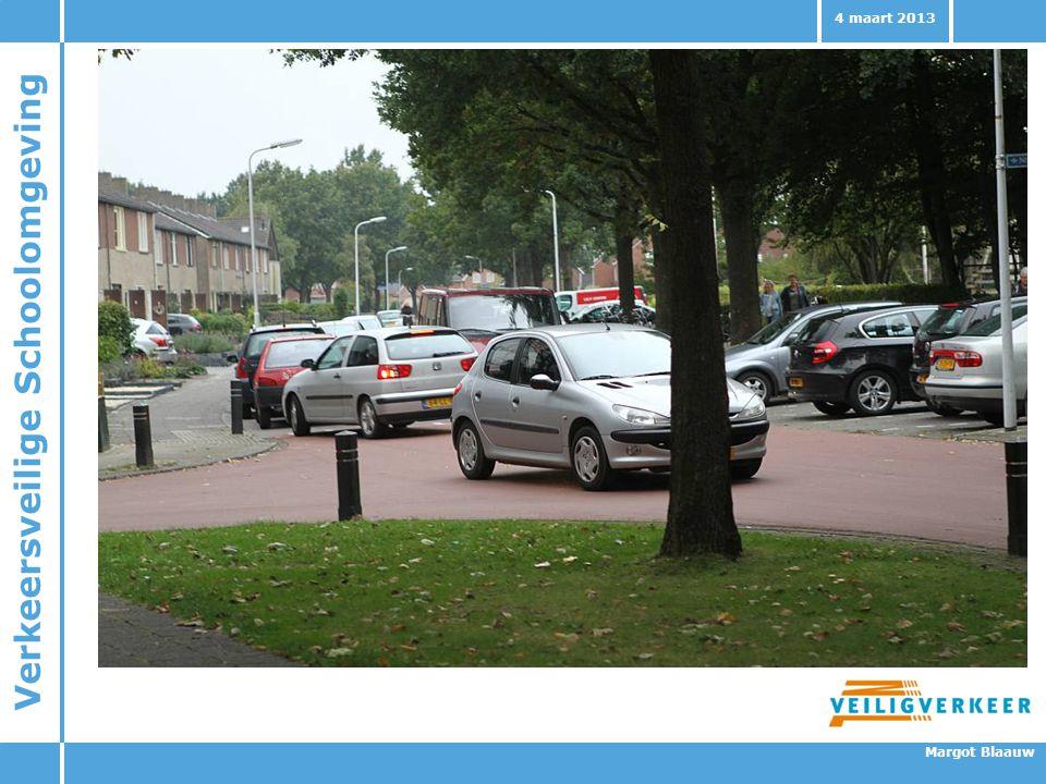 Foto invoegen met auto's en kinderen in de betreffende schoolomgeving