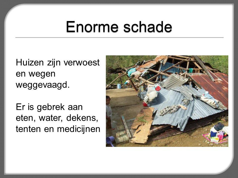 Enorme schade Huizen zijn verwoest en wegen weggevaagd.