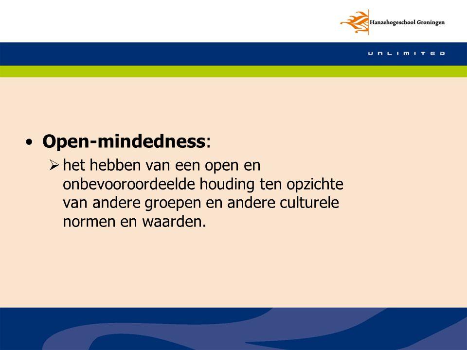 Open-mindedness: het hebben van een open en onbevooroordeelde houding ten opzichte van andere groepen en andere culturele normen en waarden.