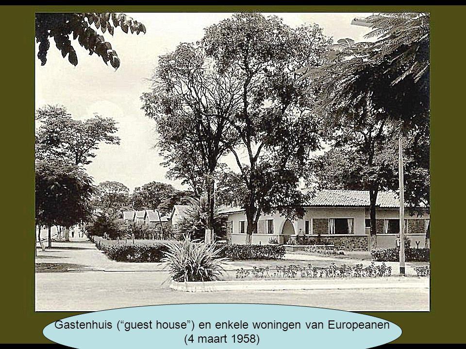 Gastenhuis ( guest house ) en enkele woningen van Europeanen