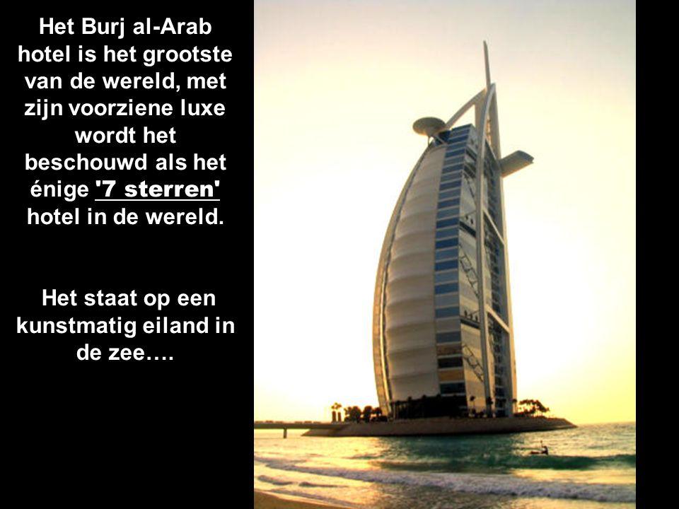 Het staat op een kunstmatig eiland in de zee….