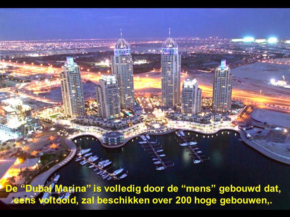 De Dubai Marina is volledig door de mens gebouwd dat, eens voltooid, zal beschikken over 200 hoge gebouwen,.