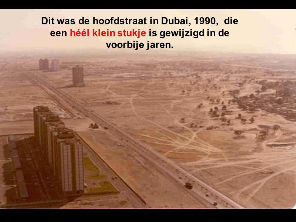 Dit was de hoofdstraat in Dubai, 1990, die een héél klein stukje is gewijzigd in de voorbije jaren.