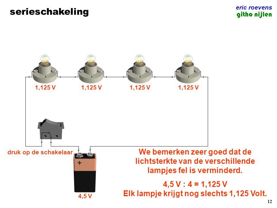 4,5 V : 4 = 1,125 V Elk lampje krijgt nog slechts 1,125 Volt.