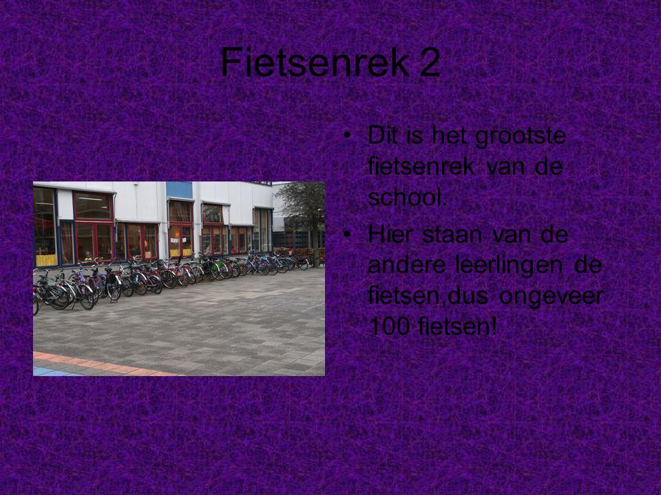 Fietsenrek 2 Dit is het grootste fietsenrek van de school.