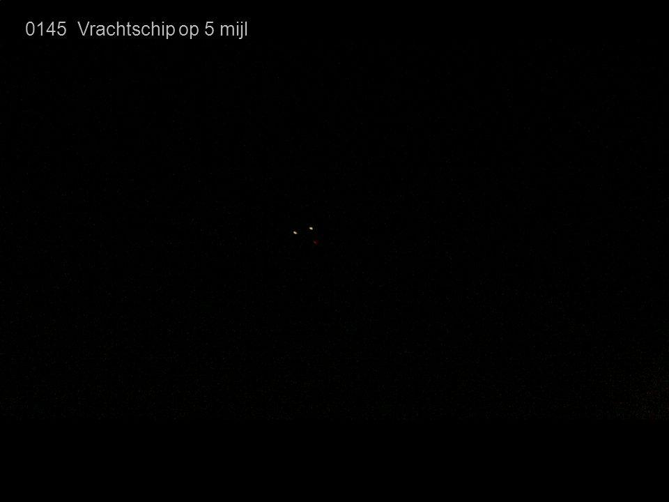 0145 Vrachtschip op 5 mijl Inmiddels wordt ook een vrachtschip zichtbaar.