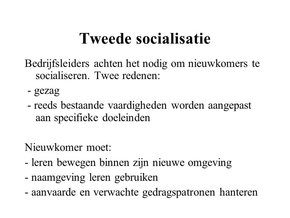Tweede socialisatie Bedrijfsleiders achten het nodig om nieuwkomers te socialiseren. Twee redenen: - gezag.