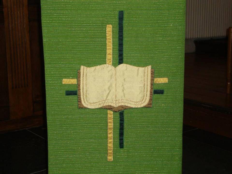 Kruis en bijbel