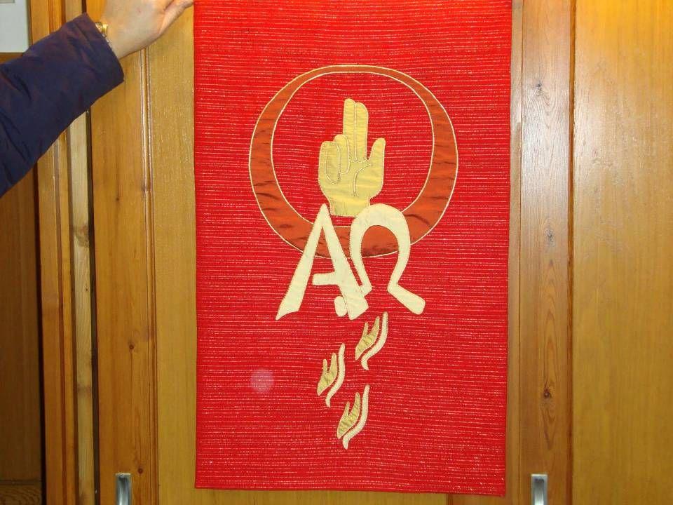 Alpha en Omega, Tongen als van vuur (Handelingen 2) , cirkel, en hand (3 vingers, drieëenheid )
