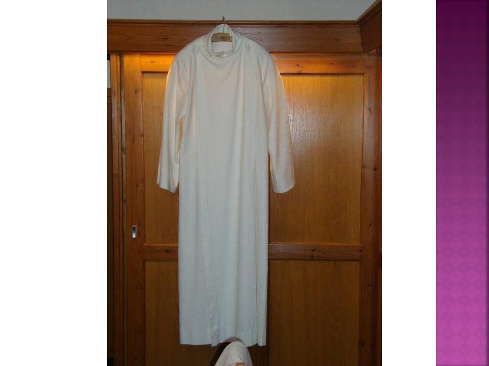 Toga, wit, doopkleed, priesterlijk, onderkleed in RK traditie is albe onder kazuifel