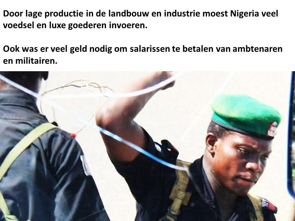 Door lage productie in de landbouw en industrie moest Nigeria veel voedsel en luxe goederen invoeren.