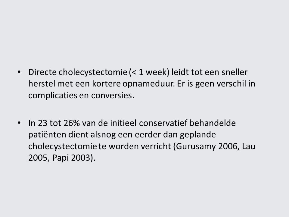 Directe cholecystectomie (< 1 week) leidt tot een sneller herstel met een kortere opnameduur. Er is geen verschil in complicaties en conversies.