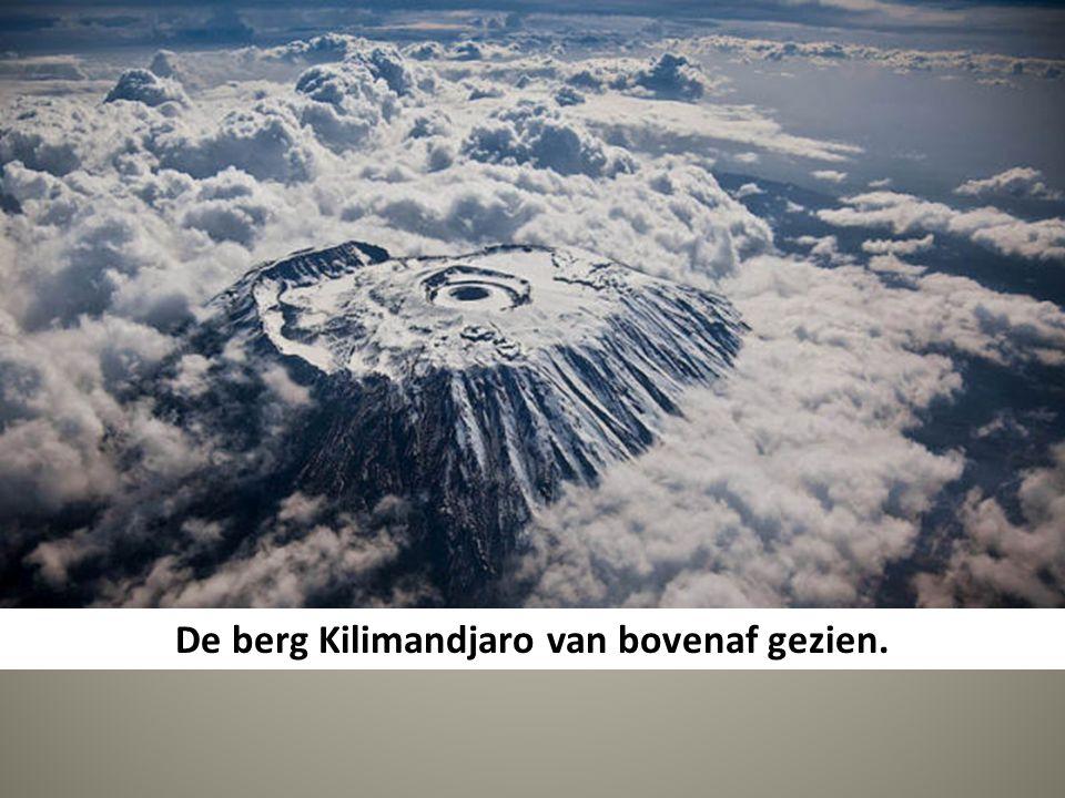 De berg Kilimandjaro van bovenaf gezien.