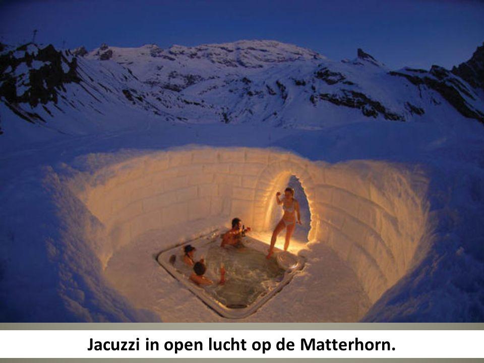 Jacuzzi in open lucht op de Matterhorn.
