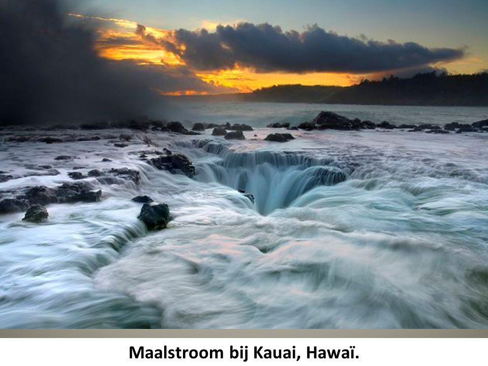 Maalstroom bij Kauai, Hawaï.