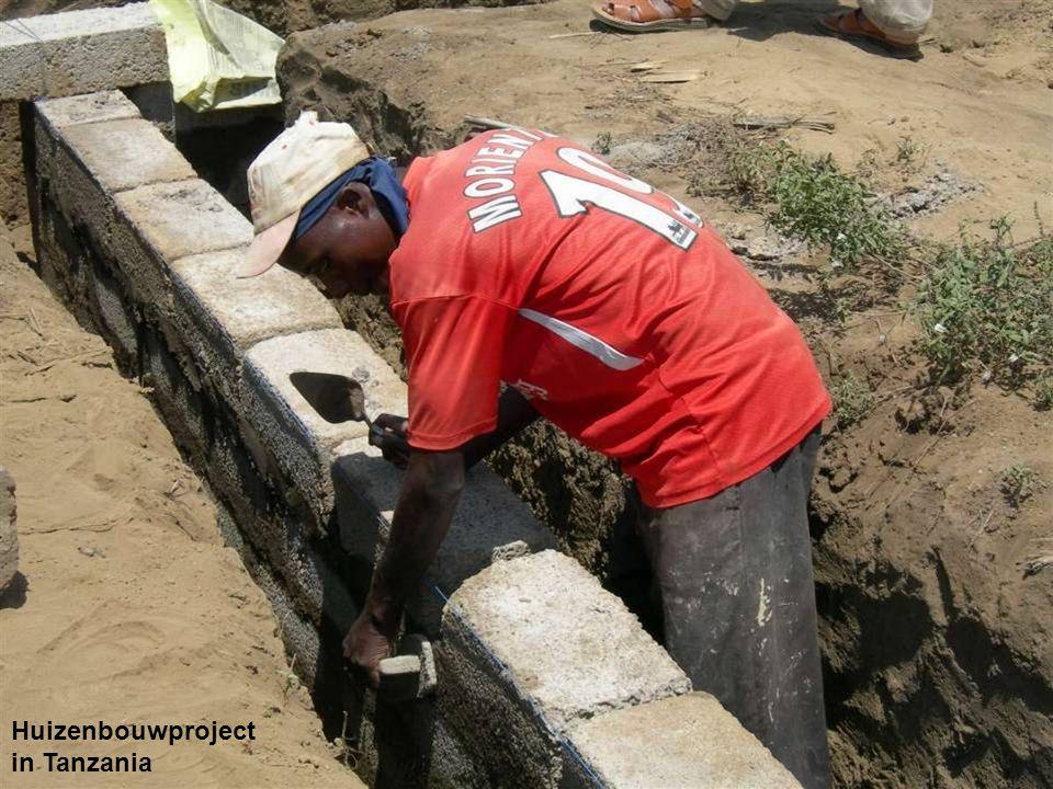 Huizenbouwproject in Tanzania