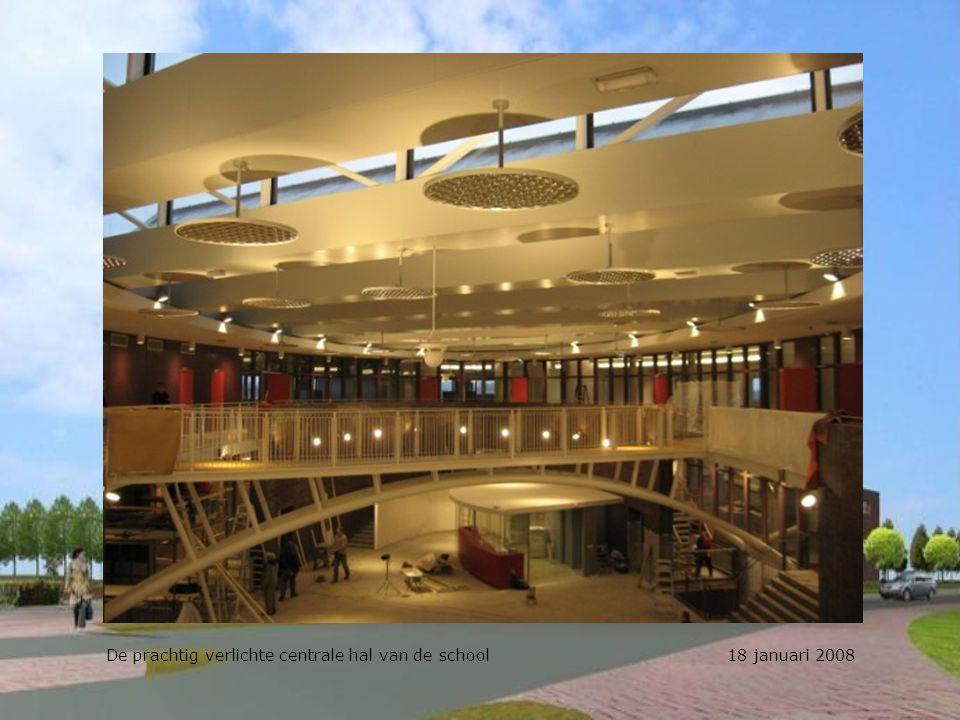 De prachtig verlichte centrale hal van de school 18 januari 2008