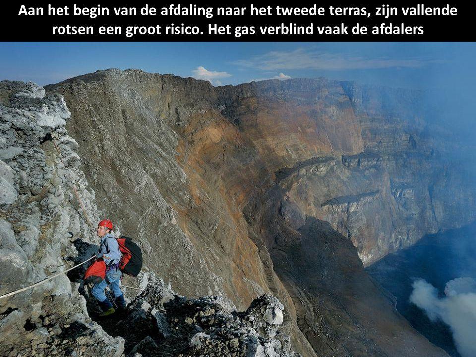 Aan het begin van de afdaling naar het tweede terras, zijn vallende rotsen een groot risico.