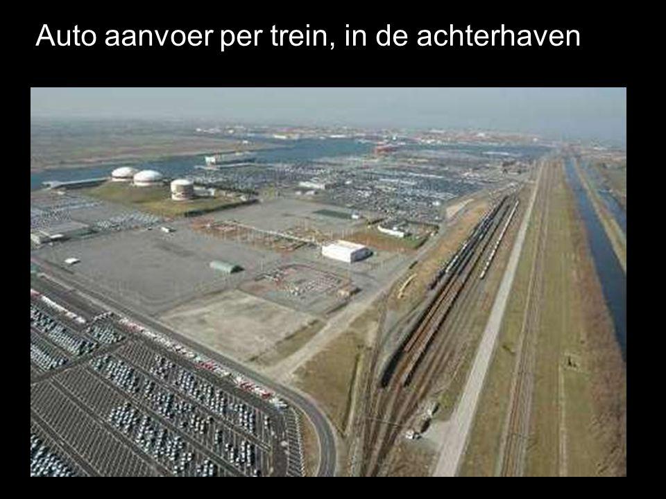 Auto aanvoer per trein, in de achterhaven