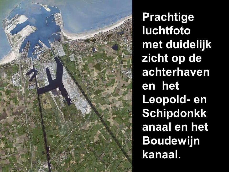 Prachtige luchtfoto met duidelijk zicht op de achterhaven en het Leopold- en Schipdonkkanaal en het Boudewijn