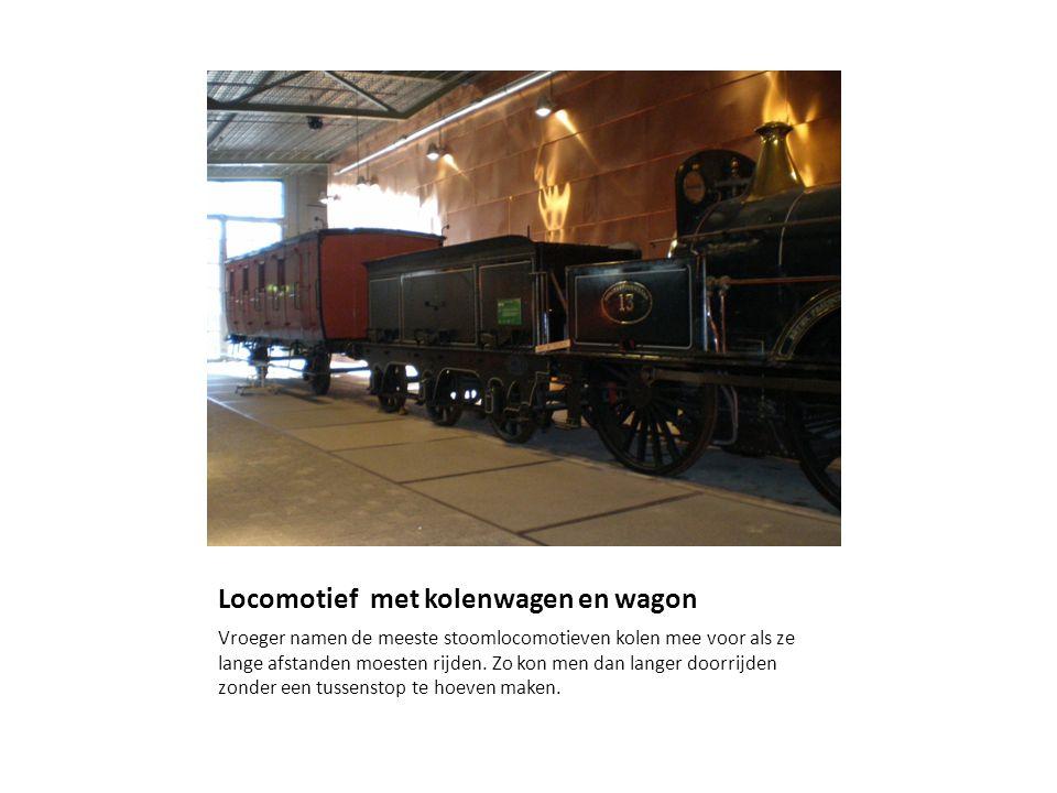 Locomotief met kolenwagen en wagon