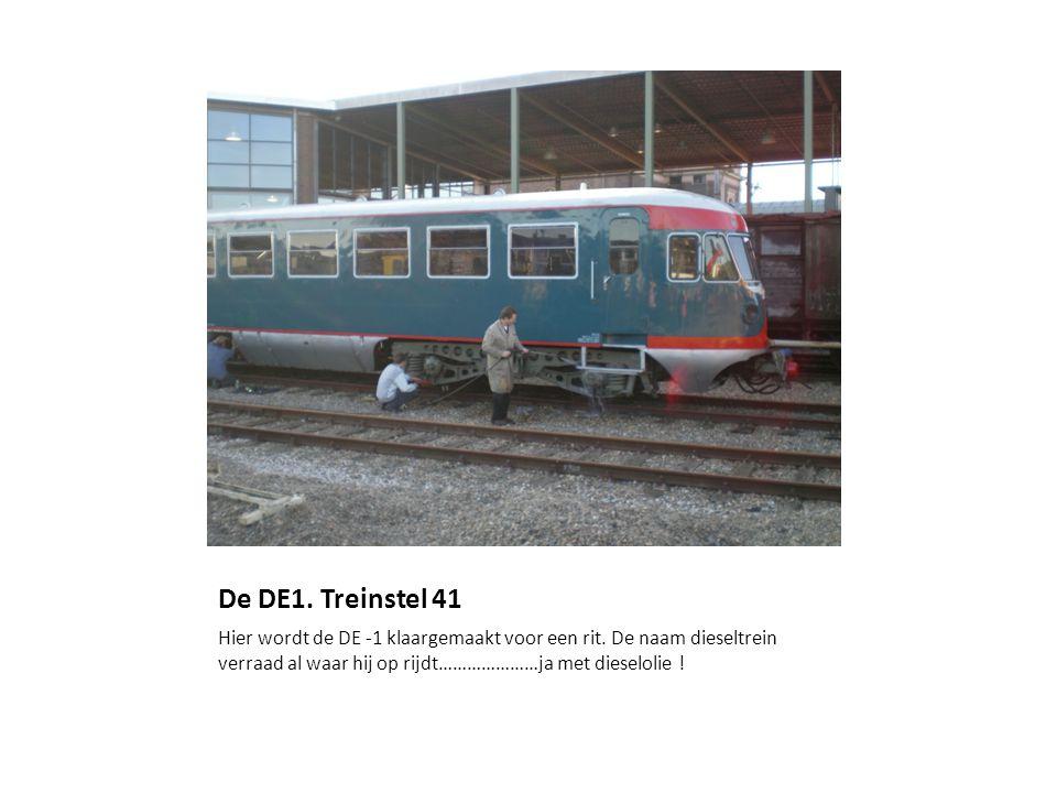 De DE1. Treinstel 41 Hier wordt de DE -1 klaargemaakt voor een rit.