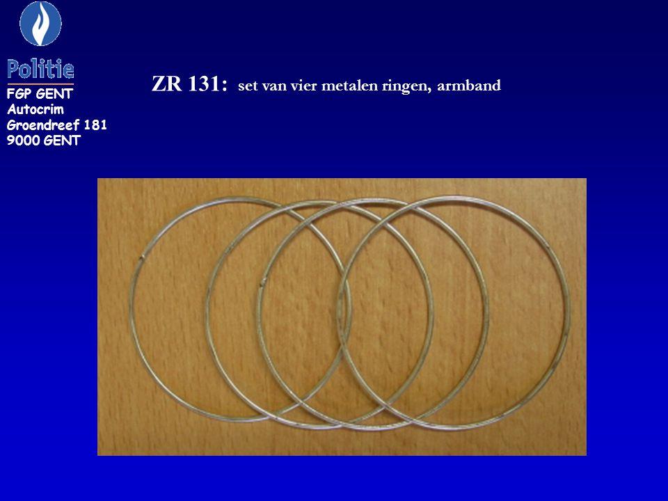ZR 131: set van vier metalen ringen, armband