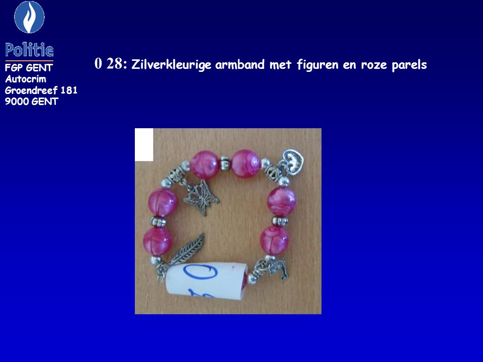 0 28: Zilverkleurige armband met figuren en roze parels