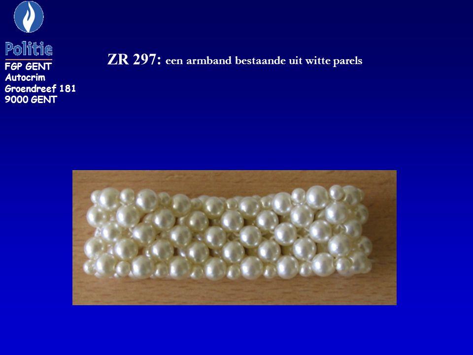 ZR 297: een armband bestaande uit witte parels