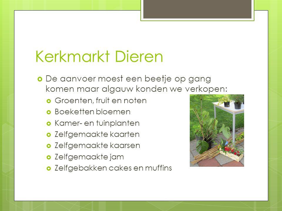 Kerkmarkt Dieren De aanvoer moest een beetje op gang komen maar algauw konden we verkopen: Groenten, fruit en noten.
