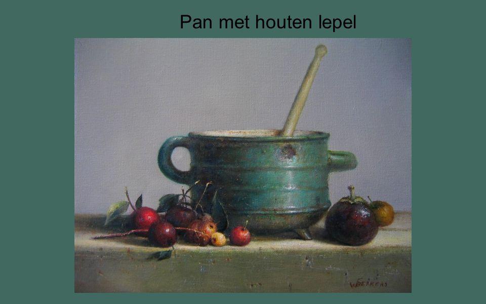 Pan met houten lepel