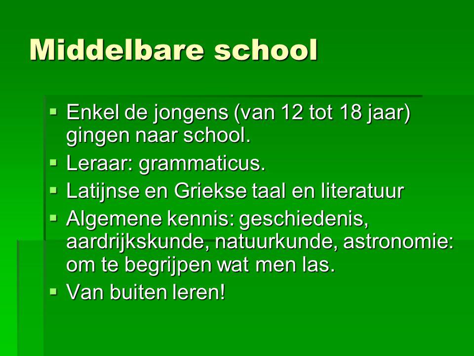 Middelbare school Enkel de jongens (van 12 tot 18 jaar) gingen naar school. Leraar: grammaticus. Latijnse en Griekse taal en literatuur.