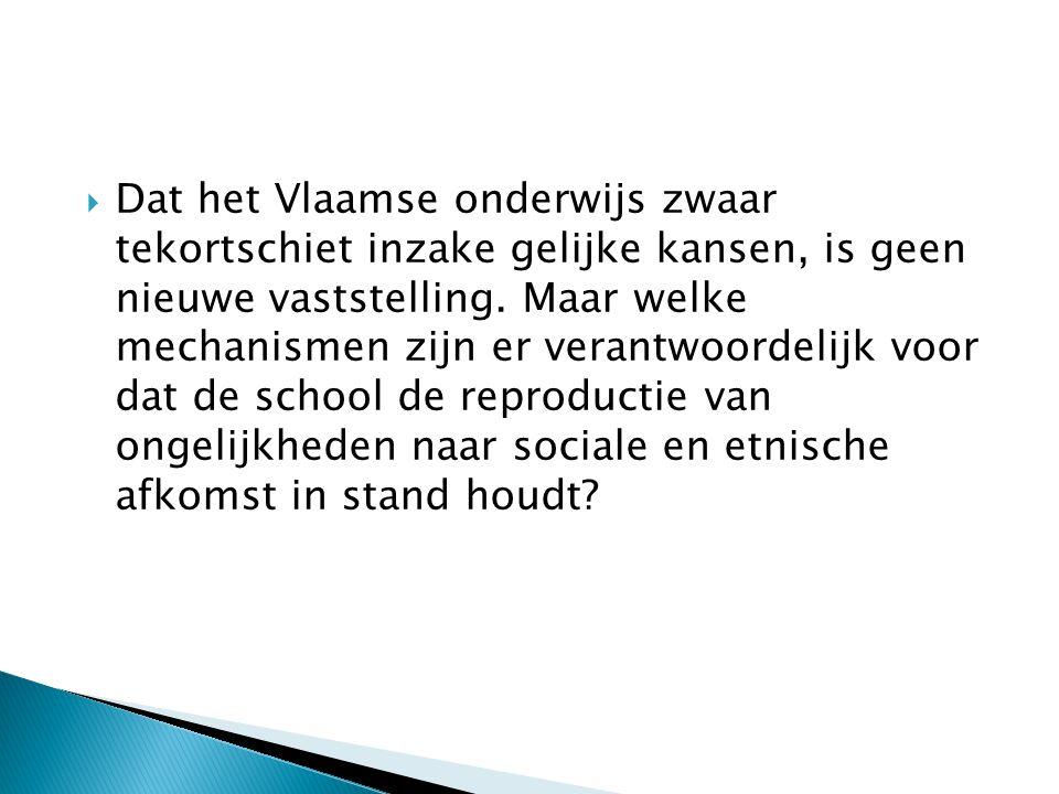 Dat het Vlaamse onderwijs zwaar tekortschiet inzake gelijke kansen, is geen nieuwe vaststelling. Maar welke mechanismen zijn er verantwoordelijk voor dat de school de reproductie van ongelijkheden naar sociale en etnische afkomst in stand houdt