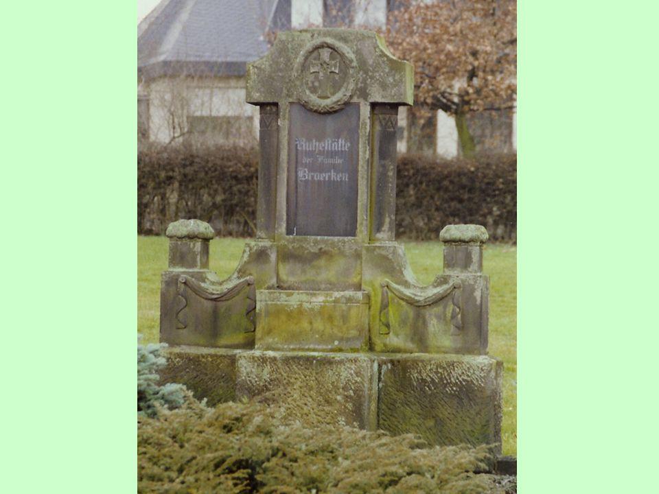 Een grote grafsteen op het kerkhof