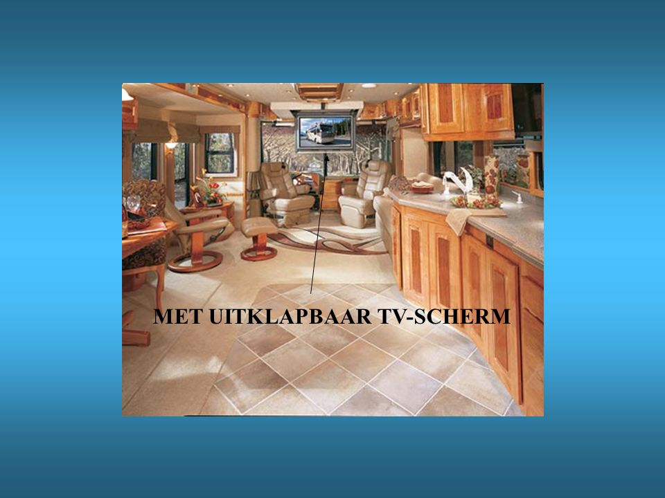 MET UITKLAPBAAR TV-SCHERM