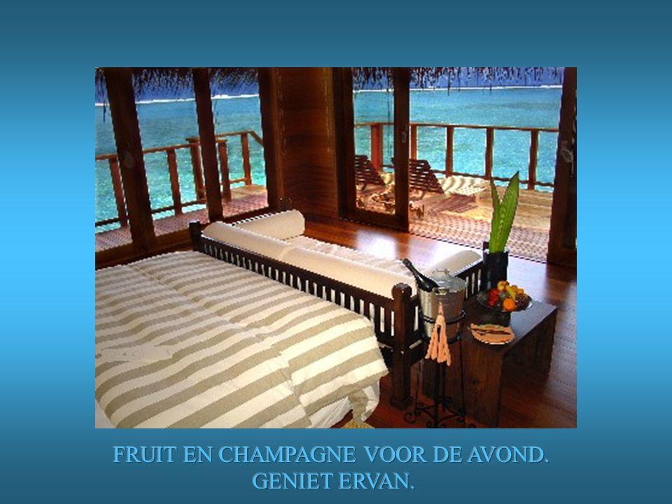 FRUIT EN CHAMPAGNE VOOR DE AVOND.