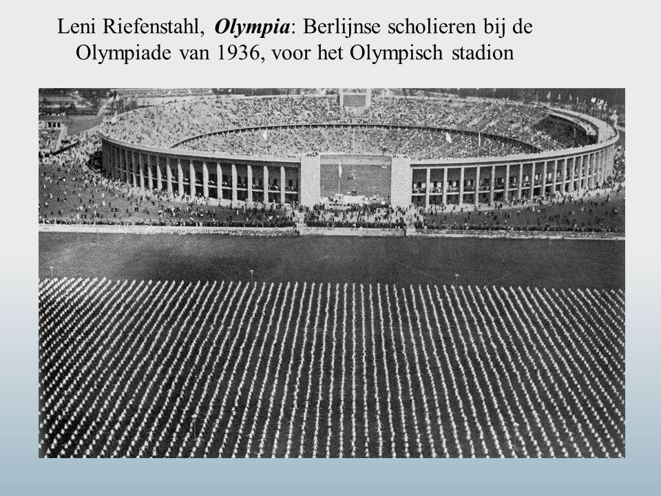 Leni Riefenstahl, Olympia: Berlijnse scholieren bij de Olympiade van 1936, voor het Olympisch stadion