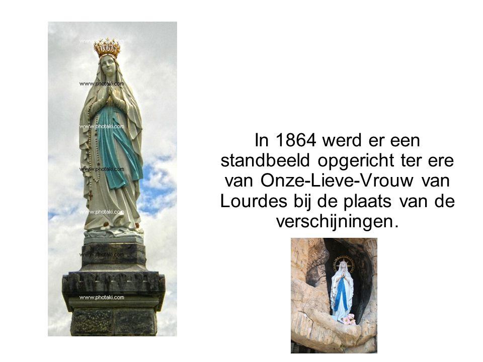 In 1864 werd er een standbeeld opgericht ter ere van Onze-Lieve-Vrouw van Lourdes bij de plaats van de verschijningen.