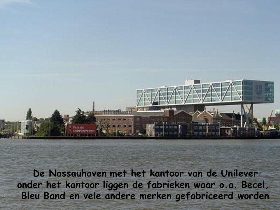 De Nassauhaven met het kantoor van de Unilever