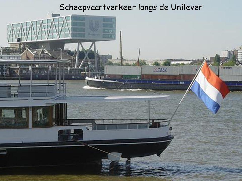 Scheepvaartverkeer langs de Unilever