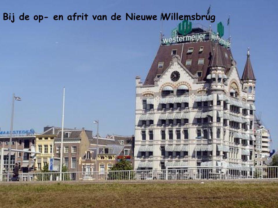 Bij de op- en afrit van de Nieuwe Willemsbrug