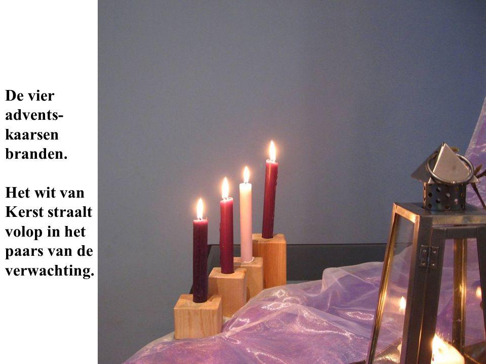 De vier advents- kaarsen branden