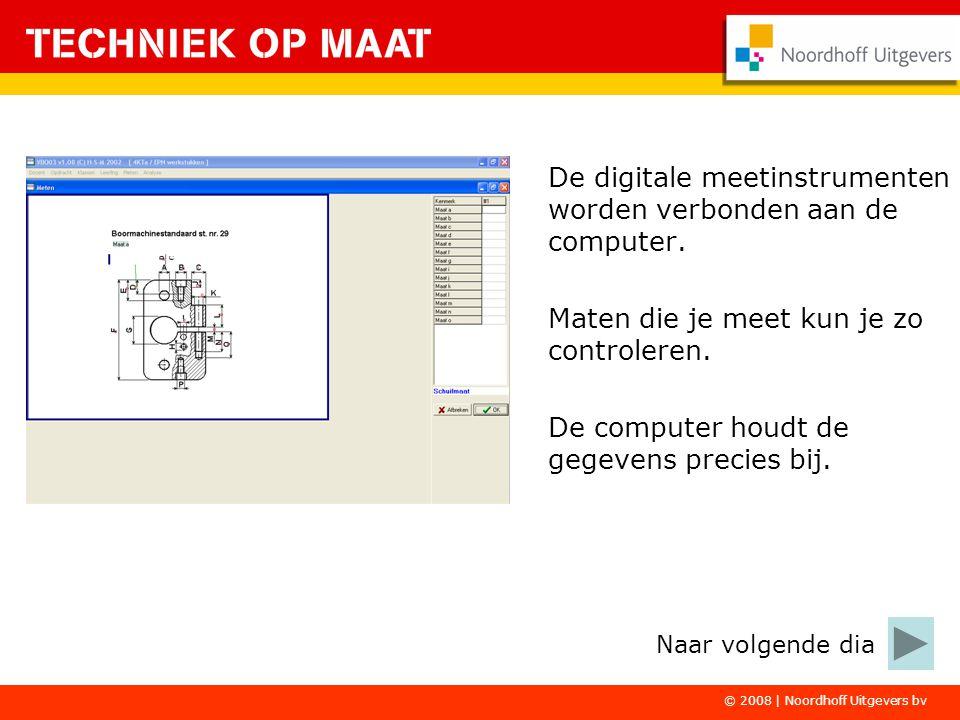 De digitale meetinstrumenten worden verbonden aan de computer.