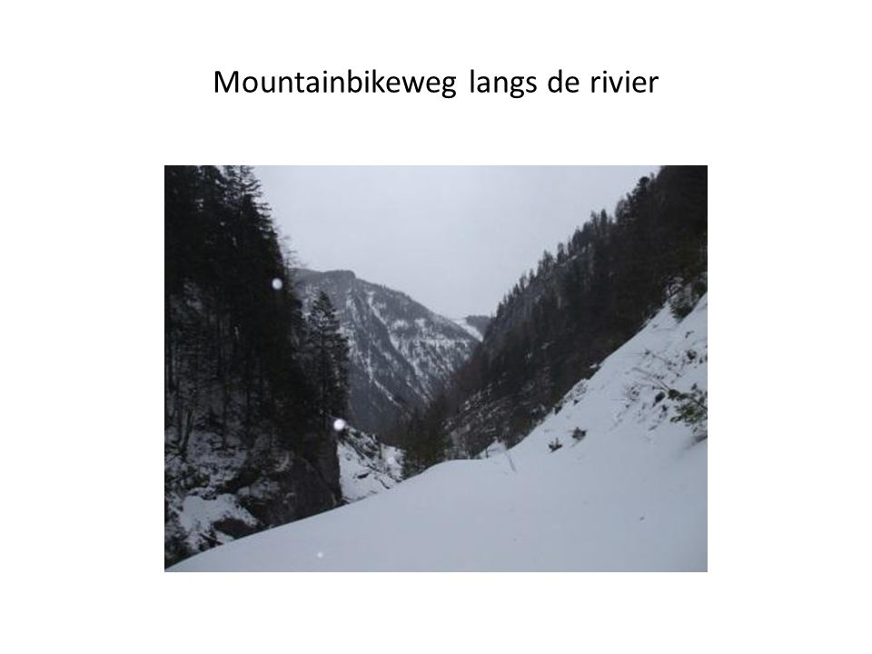 Mountainbikeweg langs de rivier