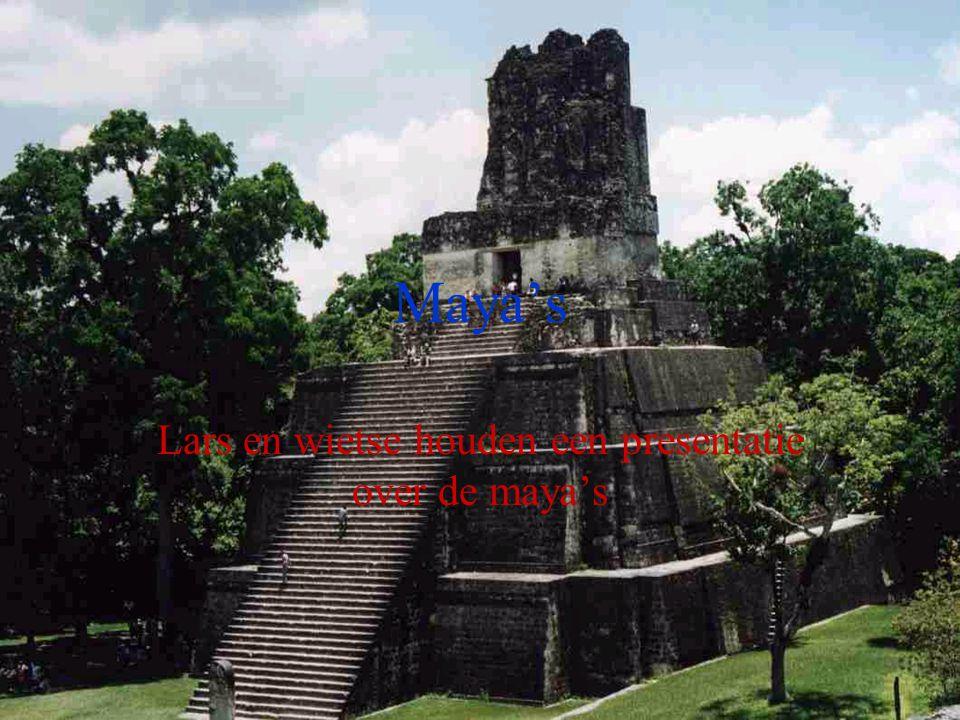 Lars en wietse houden een presentatie over de maya's