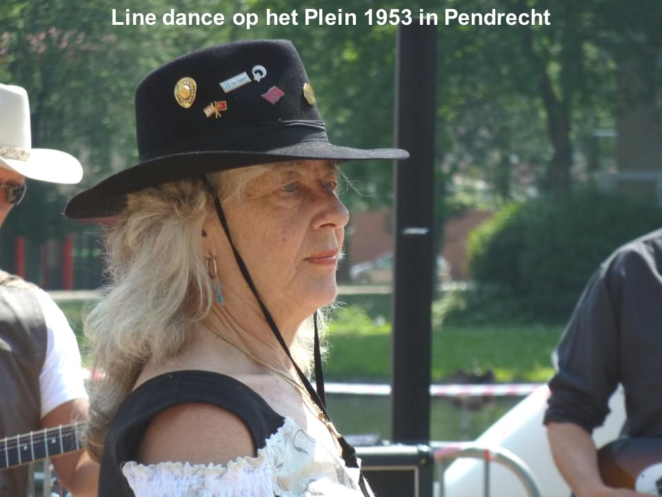Line dance op het Plein 1953 in Pendrecht