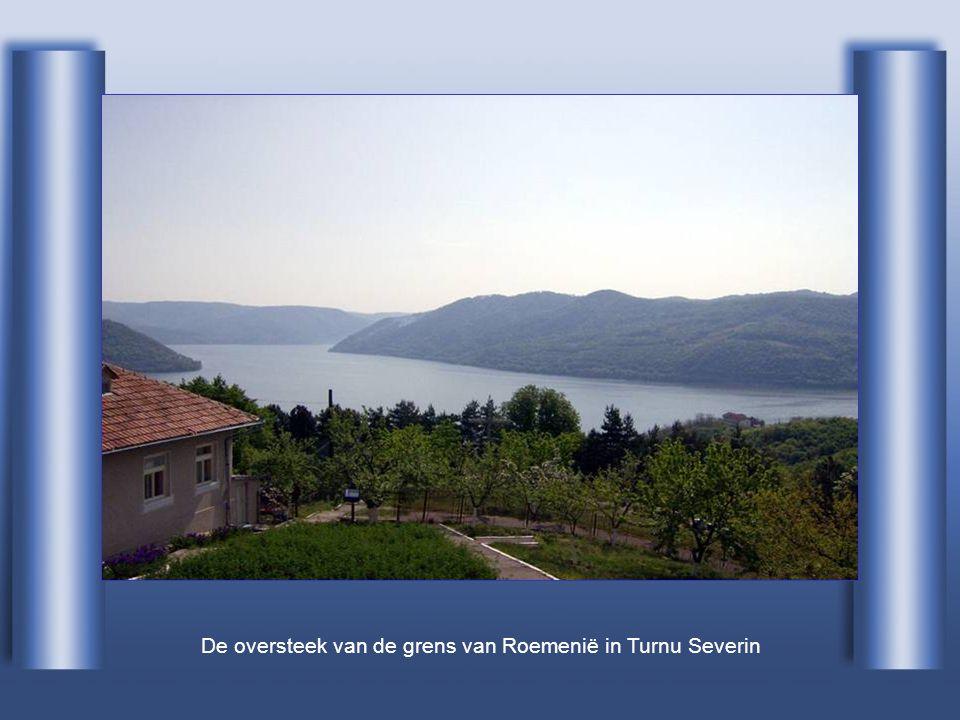 De oversteek van de grens van Roemenië in Turnu Severin