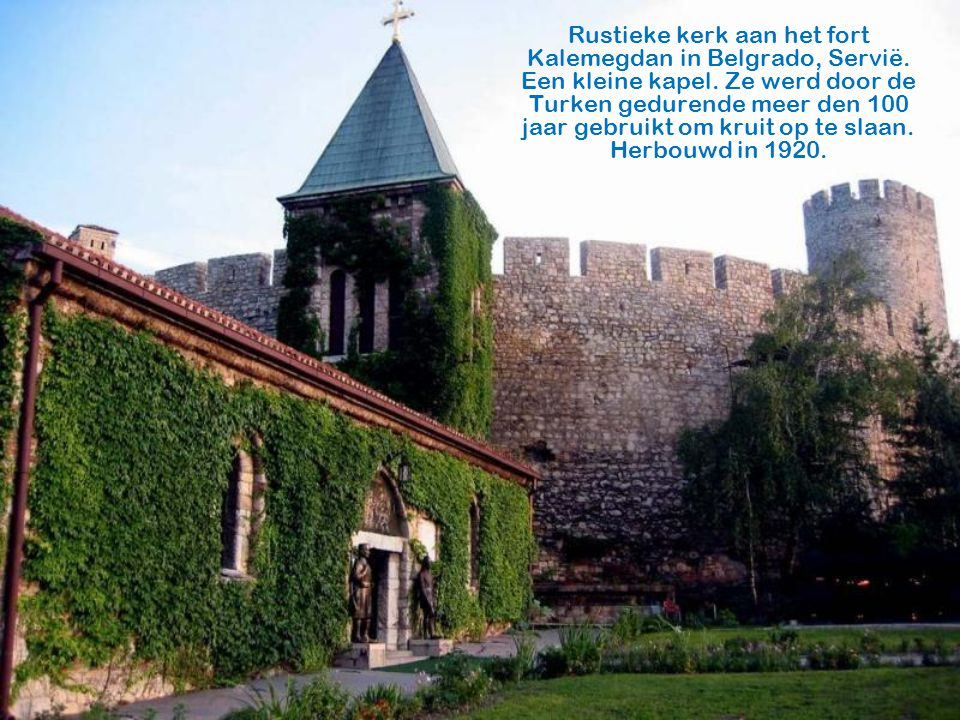 Rustieke kerk aan het fort Kalemegdan in Belgrado, Servië