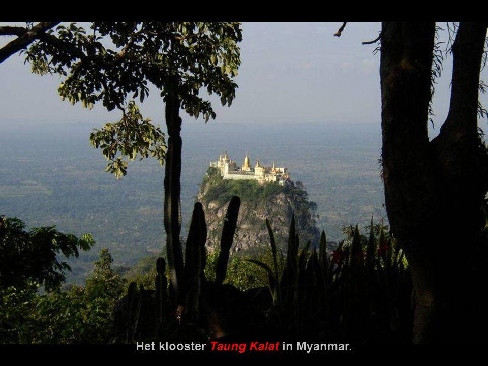 Het klooster Taung Kalat in Myanmar.