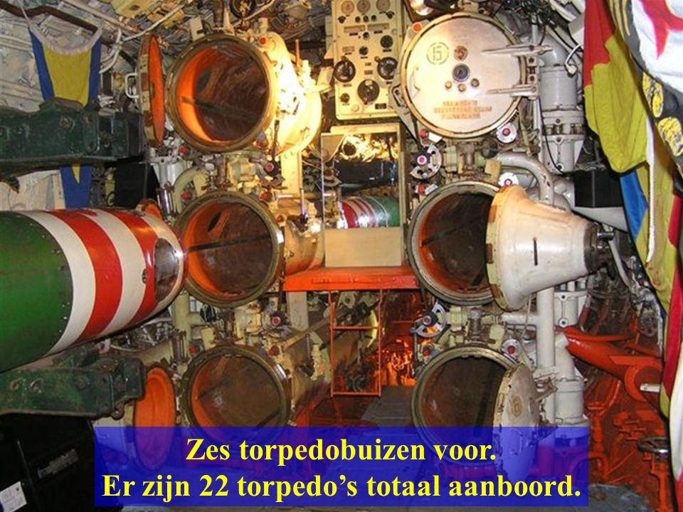 Zes torpedobuizen voor. Er zijn 22 torpedo's totaal aanboord.
